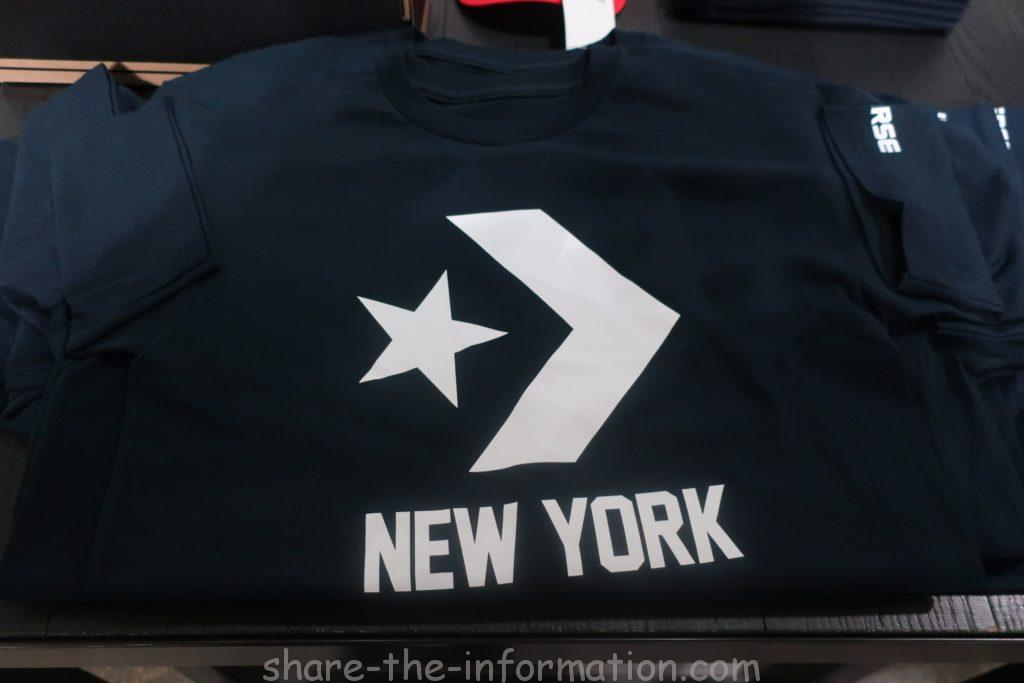 コンバースのフラッグシップストアのニューヨーク限定のお土産のシンプルネイビーTシャツ