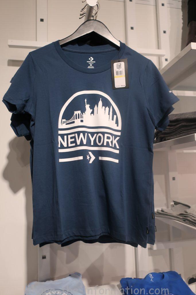 コンバースのフラッグシップストアのニューヨーク限定のお土産のネイビーのTシャツ