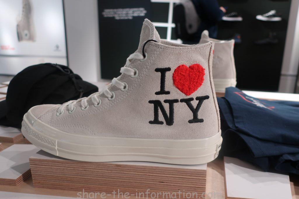 コンバースのフラッグシップストアのニューヨーク限定のお土産のスニーカー