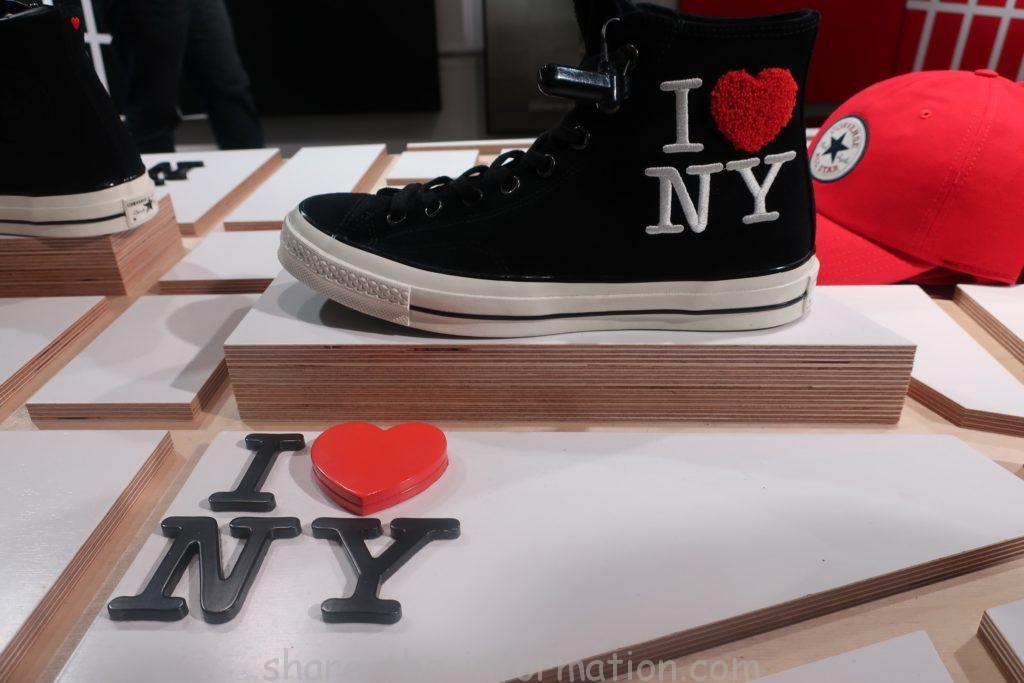 コンバースのフラッグシップストアのニューヨーク限定のお土産のスニーカー黒